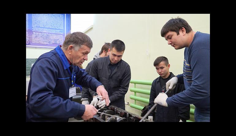 Дорогами в Хабаровске займется молодежь