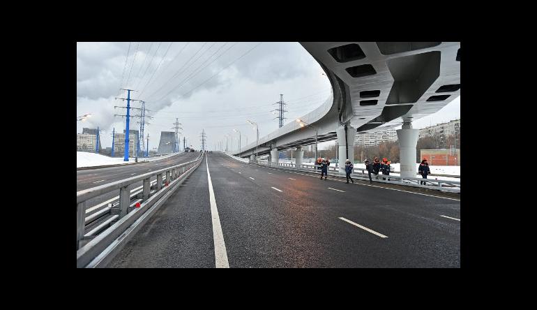 В Москве ведут работу над 30 дорожными объектами