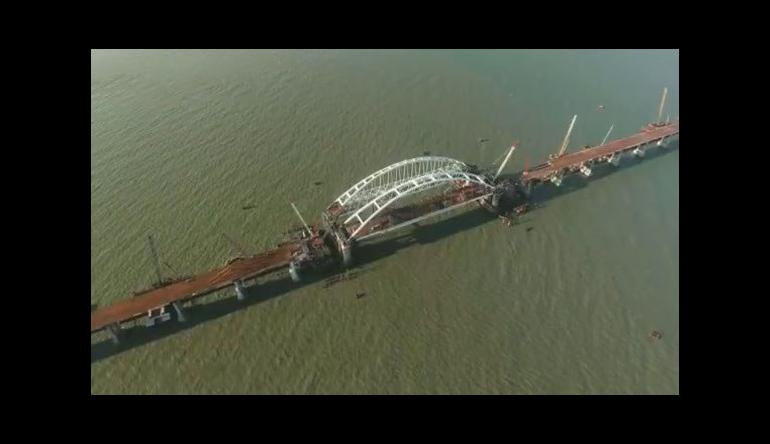 Автодорожные пролеты Крымского моста почти готовы